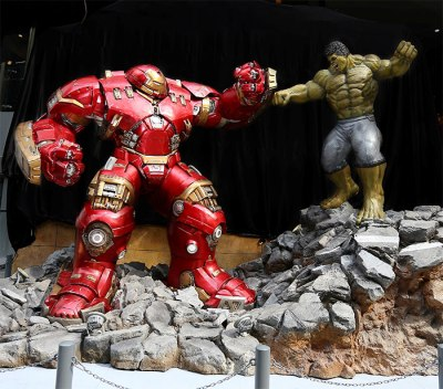 hulkbuster_vs_hulk